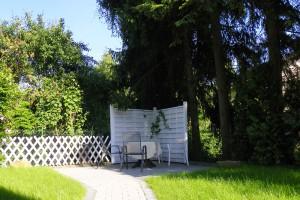 Sitzgelegenheiten im Gartenbereich