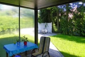 Zugang zum Garten von der Terrasse aus